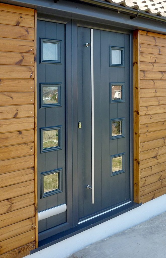 Solidor Milano door with matching sidescreen.
